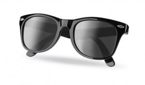 """Tanie okulary """"przeciwsłoneczne"""" mogą znacznie uszkodzić wzrok!"""