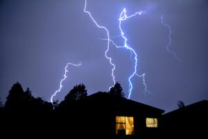 Czego nie można robić podczas burzy?
