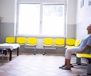Personel warszawskiego szpitala MSWiA wyrzucił poważnie chorego pacjenta na korytarz.