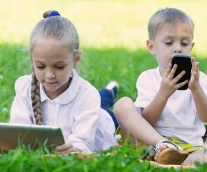 Światowa Organizacja Zdrowia zaleciła już, aby dzieci, które nie ukończyły jeszcze 5 roku życia, nie korzystały z ekranów dłużej niż jedną godzinę dziennie.